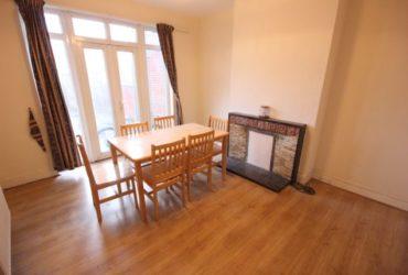 Casa mare si curata cu 5 camere, living room si 2 bai in Kingsbury / Queensbury
