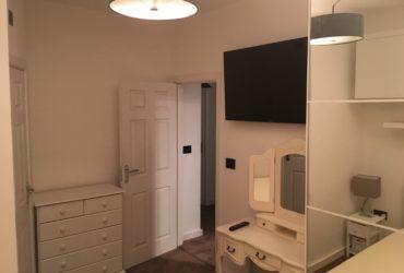 Inchiriez camera dubla cu baie individuala